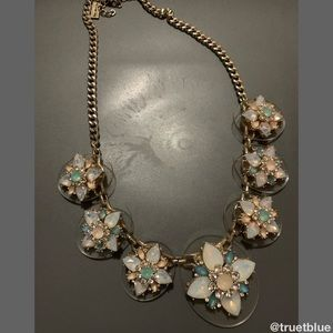 🆕 Gorgeous Opalescent Statement Necklace